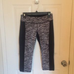 3/4 length black and white workout leggings